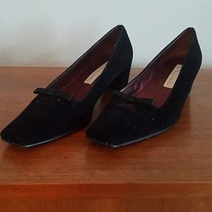 Dressy velvet black shoes